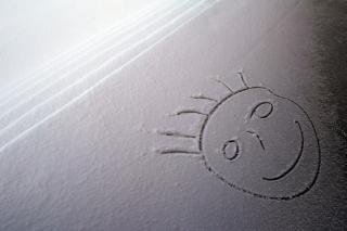 Smile On White Snow - Obrázkek zdarma pro LG P500 Optimus One