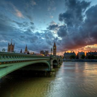 Westminster bridge on Thames River - Obrázkek zdarma pro iPad mini