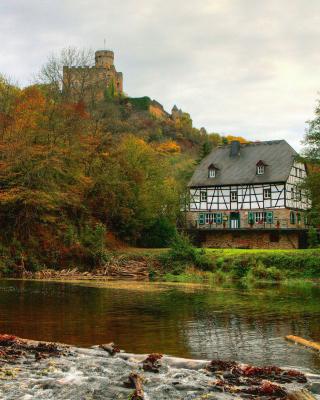 Castle in Autumn Forest - Obrázkek zdarma pro Nokia Asha 308