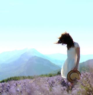 Girl In Lavender Field - Obrázkek zdarma pro 128x128