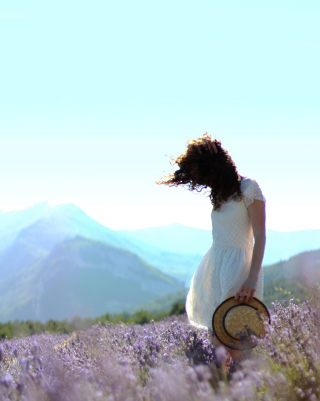 Girl In Lavender Field - Obrázkek zdarma pro 640x960