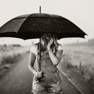 Girl Under Black Umbrella - Obrázkek zdarma pro 2048x2048