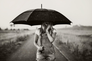 Girl Under Black Umbrella - Obrázkek zdarma