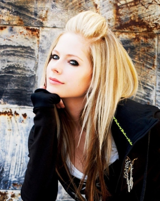 Avril Lavigne - Obrázkek zdarma pro Nokia Lumia 620