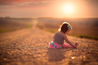 Child On Road At Sunset - Obrázkek zdarma pro 1280x720