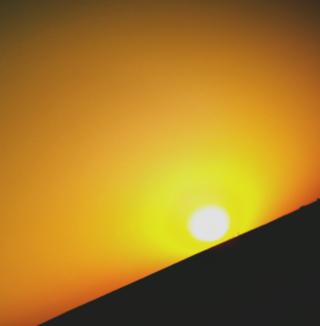 Black And Yellow Sun - Obrázkek zdarma pro 320x320