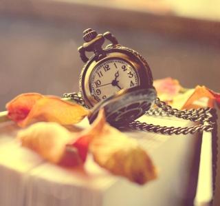 Vintage Watch And Petals - Obrázkek zdarma pro 128x128