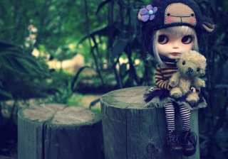 Cute Doll With Teddy Bear - Fondos de pantalla gratis para Nokia X2-01