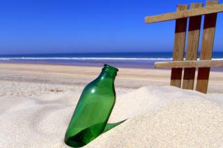 Bottle Beach - Obrázkek zdarma pro HTC Desire HD