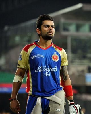 Virat Kohli in India Cricket HD - Obrázkek zdarma pro Nokia Asha 300