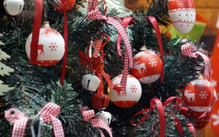 Free Red Christmas Balls With Reindeers Picture for Android, iPhone and iPad