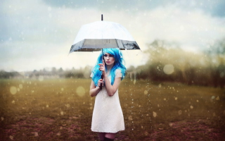 Girl With Blue Hear Under Umbrella - Obrázkek zdarma