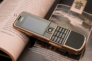 Nokia 8800 Gold Arte Rose - Obrázkek zdarma pro LG Optimus M