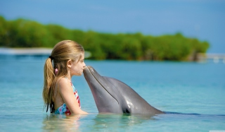 Friendship Between Girl And Dolphin - Obrázkek zdarma pro Widescreen Desktop PC 1680x1050