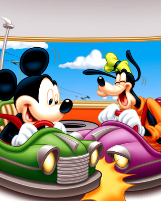 Mickey Mouse in Amusement Park - Obrázkek zdarma pro 640x960