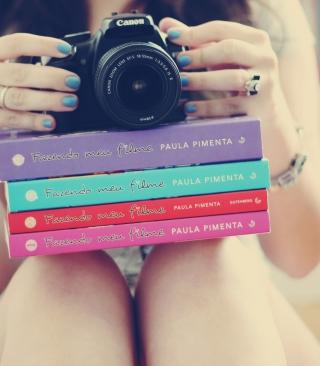 Girl Studying Photography - Obrázkek zdarma pro Nokia X3-02