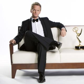 Neil Patrick Harris with Emmy Award - Obrázkek zdarma pro iPad