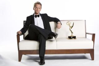 Neil Patrick Harris with Emmy Award - Obrázkek zdarma pro Desktop 1280x720 HDTV