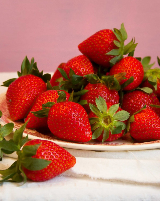 Strawberries Plate - Obrázkek zdarma pro 352x416