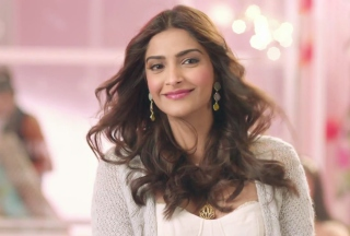 Sonam Kapoor in Khoobsurat Picture for Android, iPhone and iPad