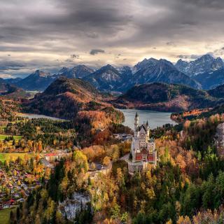 Neuschwanstein Castle Panorama - Obrázkek zdarma pro iPad 2