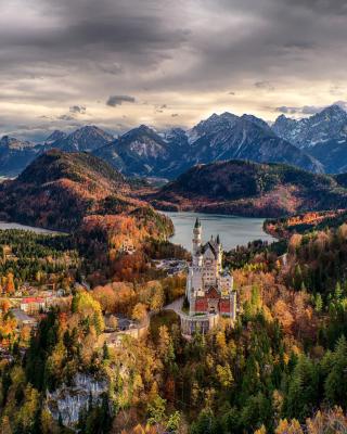 Neuschwanstein Castle Panorama - Obrázkek zdarma pro 240x432