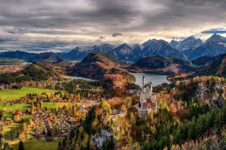 Neuschwanstein Castle Panorama - Obrázkek zdarma pro Widescreen Desktop PC 1600x900