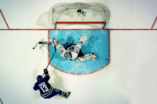 Vancouver Canucks Goal and Goalkeeper - Fondos de pantalla gratis para Blackberry RIM Curve 9360