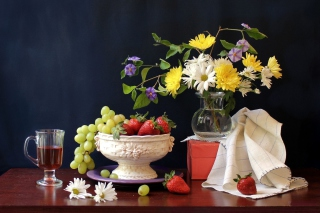 Berries and bouquet Still life - Obrázkek zdarma pro Widescreen Desktop PC 1440x900