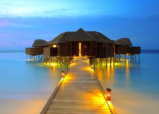 Bungalows In Ocean Picture for Android, iPhone and iPad