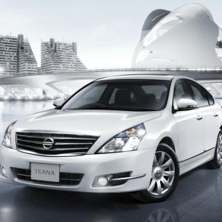 Nissan Teana Sedan - Obrázkek zdarma pro iPad 2