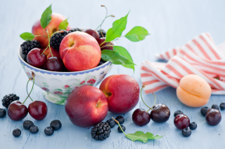 Free Plate Of Fruit And Berries Picture for Android, iPhone and iPad