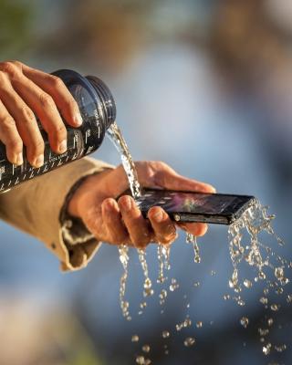 Sony Xperia Z Waterproof - Obrázkek zdarma pro Nokia C2-06