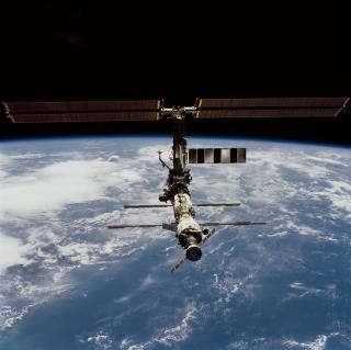 ISS And Earth - Obrázkek zdarma pro iPad Air