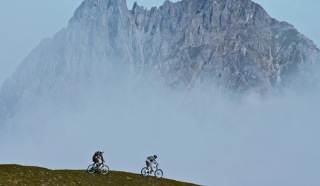 Bicycle Riding In Alps Mountains - Obrázkek zdarma pro 1366x768