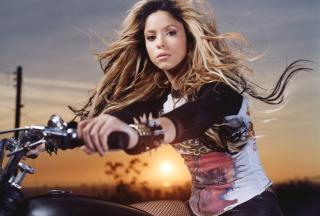 Shakira Rocks - Obrázkek zdarma pro Samsung Galaxy Ace 4