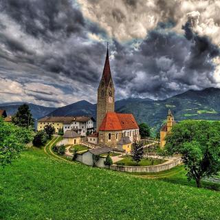 Church in Italian Town - Obrázkek zdarma pro iPad mini