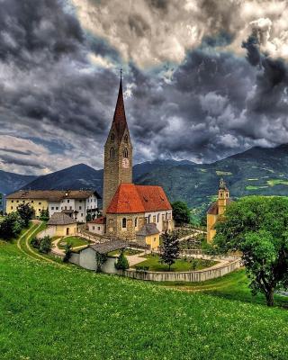 Church in Italian Town - Obrázkek zdarma pro Nokia C7