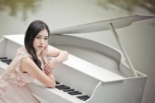 Beautiful Pianist Girl - Obrázkek zdarma pro LG P700 Optimus L7
