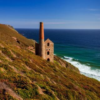 Lighthouse in Cornwall - Obrázkek zdarma pro iPad 2