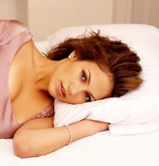 Jennifer Lopez In The Bed - Obrázkek zdarma pro iPad Air