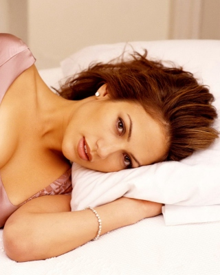Jennifer Lopez In The Bed - Obrázkek zdarma pro Nokia C1-02