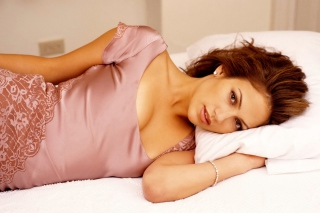 Jennifer Lopez In The Bed - Obrázkek zdarma pro Widescreen Desktop PC 1600x900