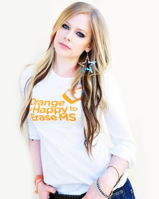 Avril Lavigne 2013 - Obrázkek zdarma pro Nokia Asha 202
