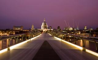 Millennium Futuristic Bridge in London - Obrázkek zdarma pro Samsung Galaxy Note 2 N7100