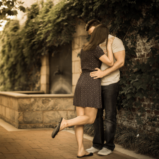 Couple Kiss - Obrázkek zdarma pro 208x208