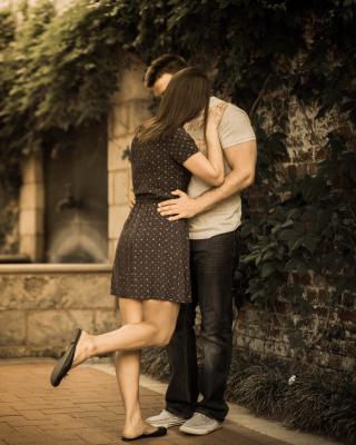 Couple Kiss - Obrázkek zdarma pro Nokia Asha 202