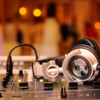 Hi Tech DJ Gadget - Obrázkek zdarma pro iPad Air
