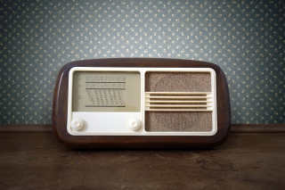 Free Retro Radio in Museum Picture for Android, iPhone and iPad