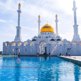 Mosque in Astana - Obrázkek zdarma pro iPad 2